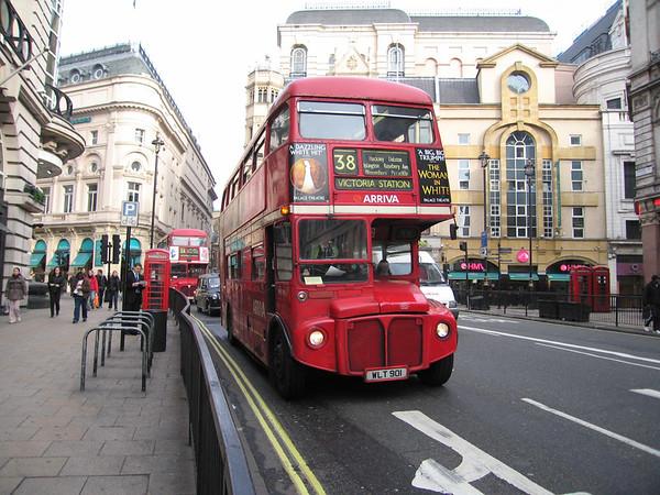 Arriva London RML901 050401