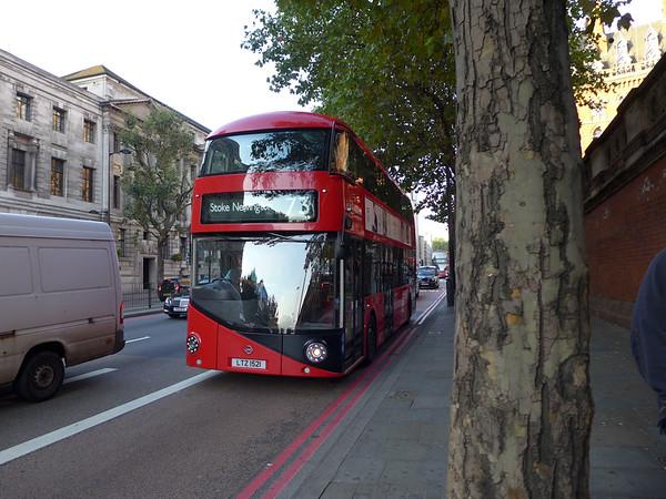 LT521 [Arriva London] 150928 [jh]