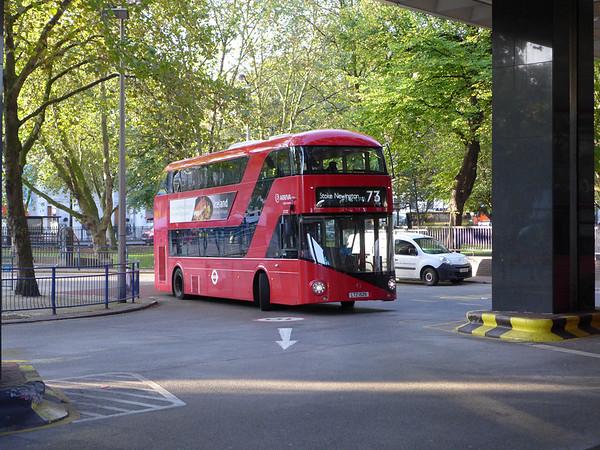 LT525 [Arriva London] 150928 [jh]
